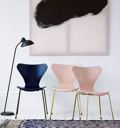 Special Offer: Receive off your fourth chair when you buy four. The unmistakable Series 7 Chair designed by Arne Jacobsen in a staple classic of the Fritz Hansen catalogue. Fritz Hansen, Design Furniture, Chair Design, Home Furniture, Interior Desing, Interior Inspiration, Arne Jacobsen Chair, Chaise Chair, Swivel Chair
