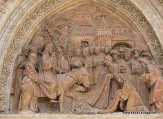 #Sevilla capital - Detalle fachada Catedral GPS 37.385000, -5.993333 Se cree que…