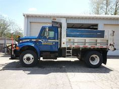 Looking for a dump truck or know someone that is? This 2001 International Dump Truck is up for bid on Municibid.com until tomorrow! #DumpTruck #HeavyEquipment #OnlineAuction #Auction #Auctions #ForSale #Cecil #Pennsylvania #2001