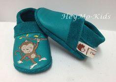 Krabbelschuhe Bio Puschen * kleines Äffchen * von HeyMo Kids auf DaWanda.com