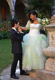 Stupenda Sara il giorno delle sue nozze. Il suo abito!? Frizzante e colorato come lei... #spose #Tirapani