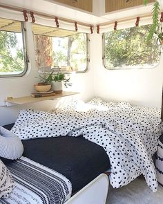 Caravan Makeover 852376666960712768 - … I agree, bring back summer and the sun streaming through caravan windows…. Retro Caravan, Camper Caravan, Caravan Ideas, Diy Camper, Camper Interior, Vintage Caravan Interiors, Caravan Home, Camper Life, Caravan Living