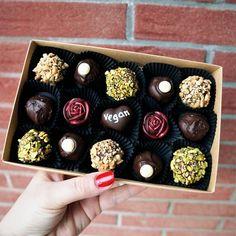 Vegan Chocolate Truffles, Vegan Truffles, Vegan Dark Chocolate, Chocolate World, Artisan Chocolate, How To Make Chocolate, Delicious Chocolate, Truffle Boxes, Vegan Recipes