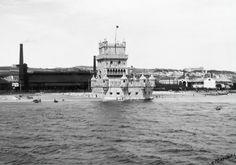 Torre de Belém e Fábrica de Gas de Belém - 1940 Capital City, Tower Bridge, Vintage Photography, Portuguese, Old Photos, Most Beautiful Pictures, Black And White, Travel, Boat
