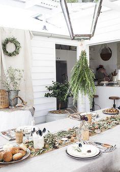Table decorations via Kara Rosenlund Christmas Table Settings, Holiday Tables, Outdoor Christmas, Rustic Christmas, Christmas Holiday, Kara Rosenlund, Ideas Prácticas, Deco Addict, Days Until Christmas