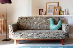 ソファーのデザインをおしゃれに変えるソファーカバーという存在。季節 ... 北欧デザインのおしゃれソファーカバー Lounge, Couch, Diy, Furniture, Home Decor, Chair, Airport Lounge, Settee, Lounge Music