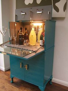 diy home bar ideas Instantly Make Your Home Classier With These 12 DIY Upcycling Ideas - 27 Elegant Diy Bar Cabinet Concept Diy Bar Cart, Gold Bar Cart, Bar Cart Decor, Bar Carts, Home Bar Cabinet, Drinks Cabinet, Bar Cabinets For Home, Armoire Bar, Diy Home Bar