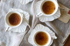 HonestlyYUM shares their easy recipe for Earl Grey Crème Brûlée. Custard Desserts, Gluten Free Desserts, Dessert Recipes, Sorbet, Mousse, Impressive Desserts, Caramelized Sugar, Earl Gray, Bon Appetit