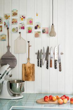 maison-deco-colorée-cuisine-rangements-photo-instantanees