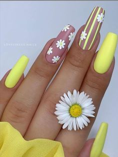 28 Beautiful flower nails design for yellow short nails ideas - Latest Fashion Trends For Woman Tulip Nails, Lily Nails, Rose Nails, Rose Nail Design, Flower Nail Designs, Acrylic Nail Designs, Nails Design, Unique Nail Designs, Summery Nails