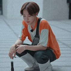 #wattpad # - Иди ко мне, сядь на колени.  - Может я на тебя сяду ?  Ухмыляется Техён, Чонгук  кусает губу.  - Сядь, я покатаю.  - Свою омегу катай, хотя, не думаю что у тебя на него встанет. Подмигнув Техён идёт в уборную Seokjin, Namjoon, Taehyung, Bts J Hope, J Hope Selca, Jimin, Bts Bangtan Boy, Jung Hoseok, Foto Bts