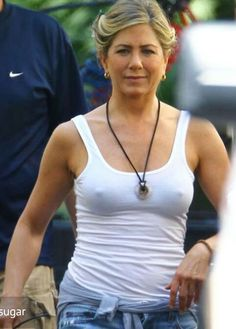 Jennifer Aniston: 'We're The Millers' in Wilmington!: Photo Jennifer Aniston sports a white tank top while on the set of her new film We're The Millers on Thursday (August in Wilmington, N. Jennifer Aniston Style, Jennifer Aniston Photos, Justin Theroux, Brad Pitt, Miley Cyrus, Jeniffer Aniston, John Aniston, Stars Nues, Cinema Tv