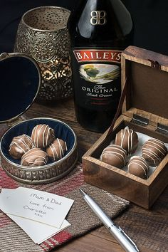 Treat someone you love with homemade Baileys truffles. There are two versions of this recipe, my original chocolate coated truffles and a quick and easy version. Both versions taste absolutely delicious and are the perfect gift for someone special. How To Temper Chocolate, Chocolate Videos, Chocolate Recipes, Bailey Truffles, Chocolate Truffles, Tempering Chocolate, Homemade Baileys, Homemade Candies, Homemade Chocolates
