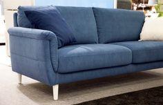 Sinistä ja valkoista 🇫🇮 Malli / Model: Dolce Kangas / Fabric: Malta 601 Jälleenmyyjä / Retailer: Isku  #pohjanmaan #pohjanmaankaluste #suomi100 #picoftheday #instapic #furnituremaker