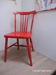 I need 4 of these handpainted retro chairs to match my red kartell lamp - all I then need to finish the look is to paint my dining table black