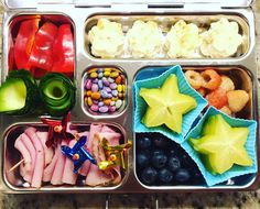 End of the week! Our @planetbox tomorrow (Friday) has @boarshead_official rosemary ham, blueberries, starfruit, golden raspberries, garlic naan bread cut-outs, bell peppers, zucchini curls, and chocolate covered sunflower seeds. #peanutallergies #healthylunch #healthykidslunch #bento #eattherainbow #rockthelunchbox @rockthelunchbox #planetbox #organic #realschoolfood #healthykids #jerf #justeatrealfood #packedlunch #instafood #healthyfood #lunchideas #igmeals #planetboxlunches…