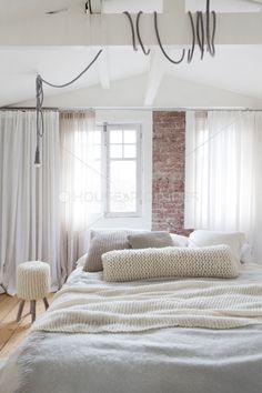 De bakstenen muur met het wit!