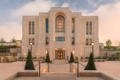 LDS Temple Pictures, Temple Art, Mormon Temples, Temples of the Church of Jesus Christ of Latter-day Saints. Boyd Fine Art and LDS Temples House Outside Design, House Front Design, Mormon Temples, Lds Temples, Home Temple, Temple House, Lds Temple Pictures, Temple Gardens, Classic House Design