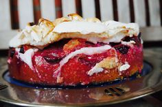 Zwetschgenkuchen mit Haselnüssen und Zimtbaiser: Ich verspreche Euch, das ist ein göttlicher Kuchen und EINFACH. Die Kinder können auch-mitmachen