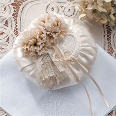 Like this sweet idea for round cushion, pillow or pincushion.