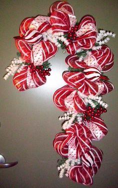 Deco Mesh Wreath How To | Deco Mesh and ribbon Candy Cane Christmas Wreath | Christmas - interiors-designed.com