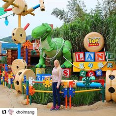 For store og små. Vi alle har et indre barn. #reiseliv #reisetips #reiseblogger #reiseråd  #Repost @kholmang with @repostapp  Toy Story Land Hong Kong Disneyland. February 2016