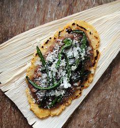 Easy Huaraches - Similar to a sope, hauaraches can be served small as an appetizer of made large enough to resemble a pizza. *uses gluten-free Maseca corn flour* Veggie Recipes, Mexican Food Recipes, Cooking Recipes, Ethnic Recipes, Free Recipes, Maseca Recipes, Traditional Food, Real Mexican Food, Good Food