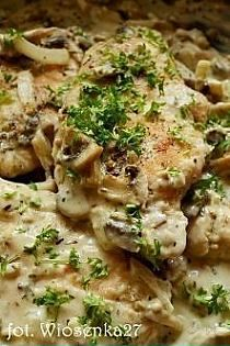 1 kg.mielonego sera z wiaderka 4 jajka 2/3 szklanki cuk… na Stylowi.pl Pork Recipes, Chicken Recipes, Cooking Recipes, Healthy Dishes, Healthy Recipes, Pork Dishes, Foods With Gluten, Yum Yum Chicken, Food Design