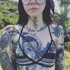 Grace Neutral (I'm hooked on you.) [Art - Artist - Black and White - Tattoo -Body Modification] Hot Tattoos, Body Art Tattoos, Girl Tattoos, Tattoos For Women, Crazy Tattoos, Piercings, Hot Tattoo Girls, Full Body Tattoo, Pin Up