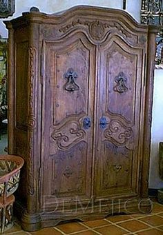 A mesquite Spanish armoire. Spanish Style Homes, Spanish House, Spanish Colonial, Hacienda Decor, Hacienda Style, Mexican Furniture, Mexican Home Decor, Armoire, Rustic Western Decor