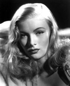 Veronica lake - deep side part with loose waves