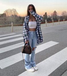 Tomboy Fashion, Teen Fashion Outfits, Retro Outfits, Streetwear Fashion, Vintage Outfits, Girl Outfits, Sweat Streetwear, Fashion Mode, Teenager Outfits