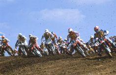 250cc GP Belgium 1984: 17 : Maurizio Dolce (I) - 53 : Dirk Geukens (B) - 35 : Jacky Martens (B) - entre Geukens et Martens : Jacky Vimond - 38 : Jorgen Nilsson (S) - 4 : Arno Drechsel (I) -70  :Tapani Pikkarainen (SF)