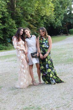 Ecco di nuovo Vittoria in compagnia delle sue amiche al loro special event!  Rent the look-->http://drexcode.com/prodotto/ok-blumarine-abito-da-sera-in-tulle-ricamato/ #drexcode #luxuryevents #specialoccasion #luxuryrent