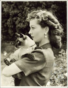 Vivien Leigh with her cat
