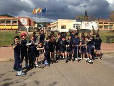 """La semana pasada celebramos la """"semana de los patines"""" en las clases de educación física. Cada alumno trajo su patinete para realizar diversos juegos en circuitos de habilidad y equilibrio."""