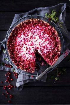 Ruis-puolukkapiirakka – Johanna Mäkelän resepti   Maku Foods To Eat, Deli, Acai Bowl, Food And Drink, Sweets, Baking, Breakfast, Easy, Desserts