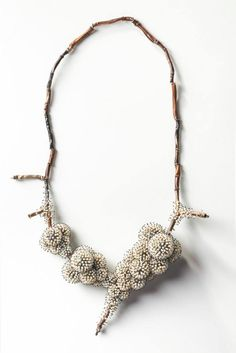 SAM THO DUONG - 1969 Frozen, necklace silver, pearls, wire – à Caroline Van Hoek Gallery.