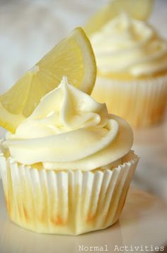 Limoncello+cupcakes+(lemon+cupcake+base+++lemon+curd+filling+++lemon+buttercream).+#food