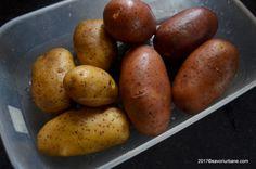 ce cartofi folosim pentru cartofi copti Parmezan, Potato Recipes, Food And Drink, Potatoes, Wedges, Vegetables, Diana, Handmade, Hand Made
