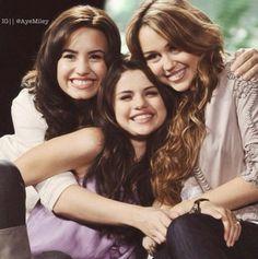 Selena Gomez *_* Miley Cyrus *_* Demi Lovato *_*