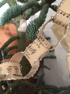 23 Ideas For Vintage Christmas Tree Garland Decorating Ideas Victorian Christmas Decorations, Diy Christmas Garland, Christmas Paper, Christmas Projects, Christmas Tree Ornaments, Christmas Holidays, Vintage Christmas Decorating, Diy Christmas Tree Decorations, Diy Christmas Wedding