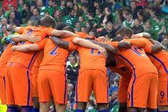 Het Nederlands Elftal speelt in de komende weken toch mee in het EK. Oranje heeft de beroepszaak tegen de UEFA gewonnen, zo meldt de KNVB. Aanvankelijk wist het Nederlands Elftal zich niet voor het toernooi te kwalificeren, maar Nederland ging tegen die uitslag in beroep. Volgens deonafhankelijke beroepscommissie hield deUEFAzich weliswaar aan de regels, maar wint Oranje de zaak op [...]