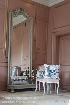 Loving this blush pink tone. I don't really do pink but might make an exception for the boudoir