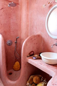pink bathroom / Villa MIchaela in Santorini Santorini Villas, Mud House, Pink Home Decor, Belle Villa, Natural Building, Beautiful Villas, Earthship, Bathroom Interior Design, Home Decor