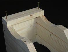 Vogelhaus-Bausatz: Seitenleisten anschrauben