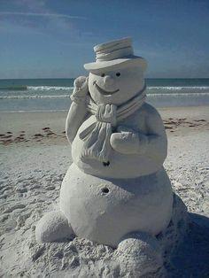 A sand snowman. Snow Sculptures, Sculpture Art, Ice Art, Snow Art, Beach Christmas, Coastal Christmas, Holiday Beach, Christmas Colors, Christmas Stuff