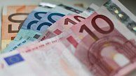 The beginning of the year has brought good news for Slovaks watching their finances: Poštová Banka has forecast in an analysis that Slovaks will earn more than last year. Click for the full story.