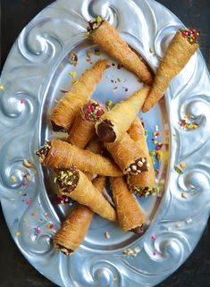 Crunchy kunafa cones filled with alternating layers of Nutella and whipped cream then sprinkled with your favorite topping. Arabic Dessert, Arabic Sweets, Arabic Food, Nutella, Middle Eastern Desserts, Egyptian Food, Eastern Cuisine, Ramadan Recipes, Turkish Recipes