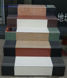 T de carreaux émaillés salon 480 800 entièrement en céramique de haute qualité de la goulotte ouverte contre la plaque de marche d'escalier de 450 à 600 m